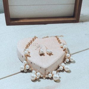 Jewelry - Toast To Perfection. Gold Pearls Short necklace